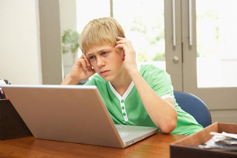 Опасные игры из сети: чем заняты наши подростки?