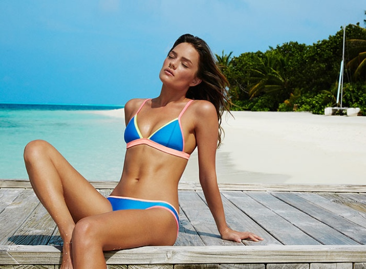 Для каких девушек подойдет синий купальник?