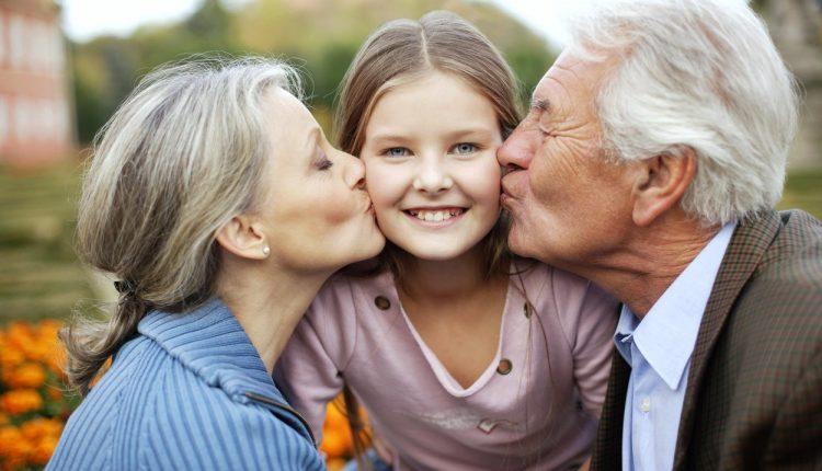 Роль бабушки и дедушки в воспитании внуков
