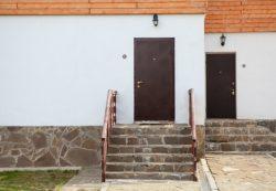 Особенности утепления входных дверей