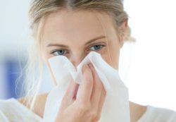 Возможно ли лечение полипов в носу без операции?