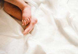Ребенок упал с кровати: какие могут быть последствия