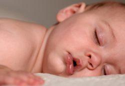 Исследователи: Детский плач укрепляет сон