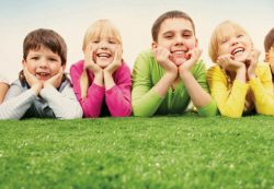 Как избежать ревности между детьми: инструкция для родителей