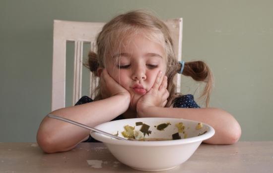 Как объяснить ребенку: почему нужно есть кашу и суп?