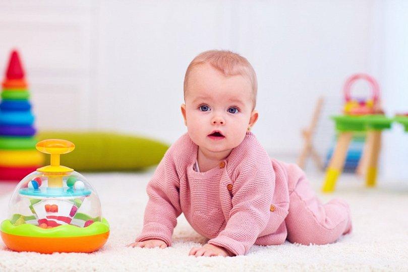 Развитие моторики ребенка в первый год жизни