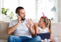 Как научить детей не перебивать взрослых: советы родителям