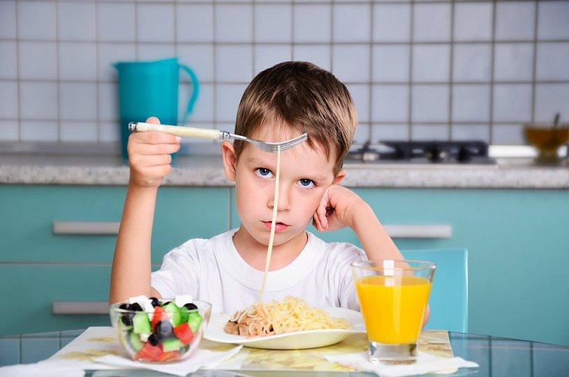 Ребенок и правила поведения за столом