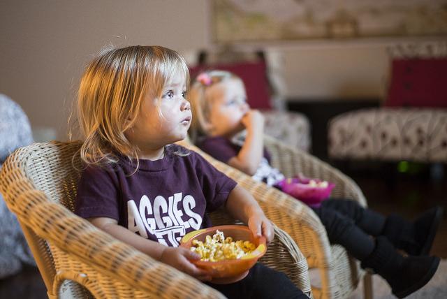 Что безопаснее для детей: телевизор или интернет?