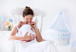 Первые дни с новорожденным: какая помощь нужна молодой маме