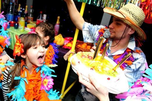 Все для гавайской вечеринки в интернет-магазине 4party: что не забыть купить на праздник?