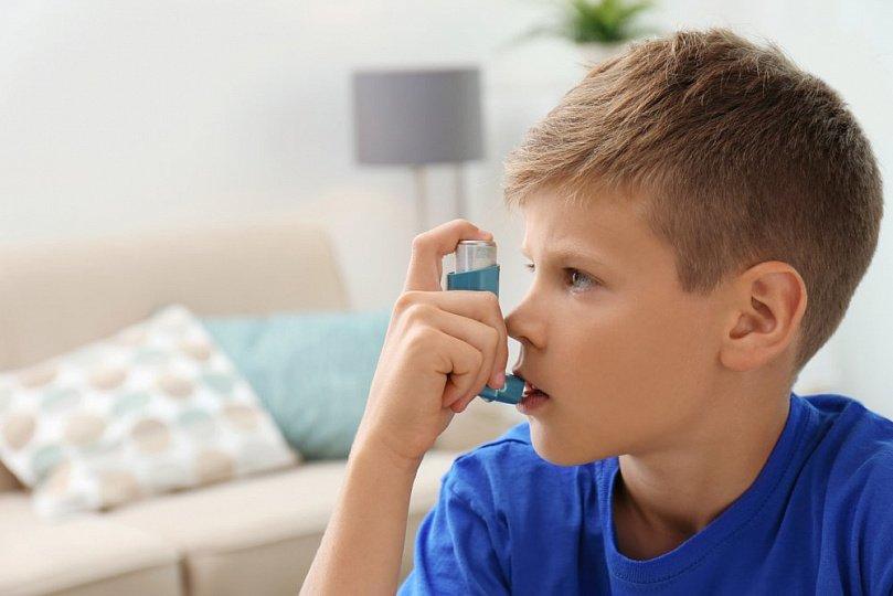 Когда и зачем вести ребёнка к стоматологу?