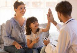 Контагиозный моллюск у детей: лечить или само пройдет?
