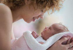 Как быстро помочь малышу, если у него колики