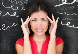 Болит голова и давит: причины и что делать