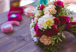 Как сделать элегантный подарок матери, любимой женщине или сестре: доставка цветов Uflor
