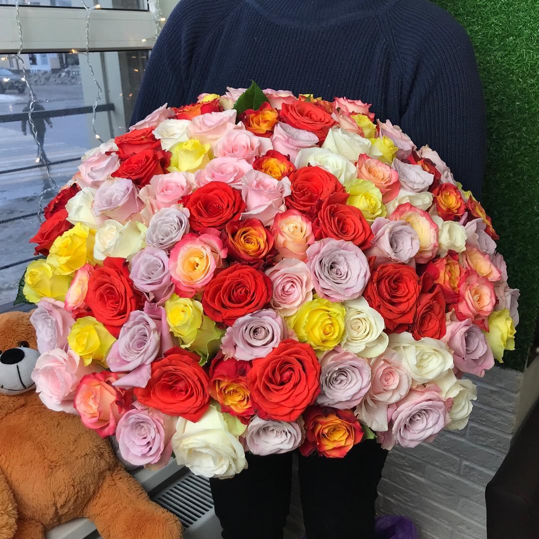 Доставка роз по Москве и миру: качественные услуги от профессионалов в «Флорист Экспресс»