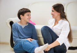 Психологи рассказали, каким тоном нельзя разговаривать с подростками