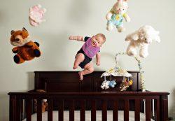 Что делать, если младенец упал с кровати?
