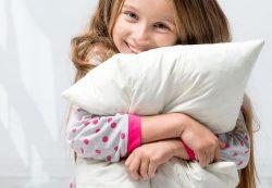 Когда начинает расти грудь у девочки? 8 лет — это рано?