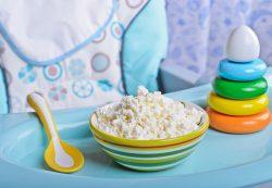Прикорм ребенка: как и когда вводить творог