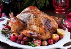 Как приготовить сочную индейку с яблоками по-баварски на Новый год?