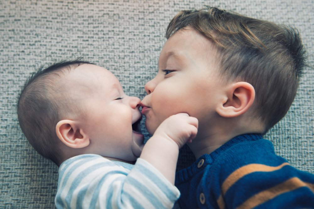 Наличие старшего брата ухудшает речь младенца