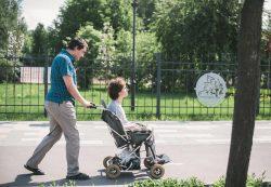Особые дети в городе: почему трудно им, их родителям и остальным