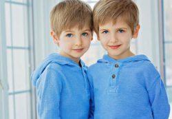 4 частые ошибки в воспитании близнецов