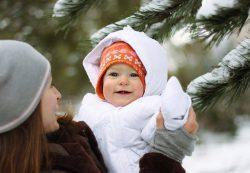 Прогулянка з новонародженим взимку: що повинна знати кожна мама