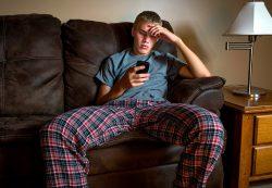 Школа, гаджеты, вранье и апатия: психологи ответили на вопросы мам почти взрослых мальчиков