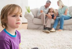 Как правильно реагировать на капризы и истерики ребенка?