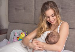 Стоит ли покупать электронные качели для малыша?