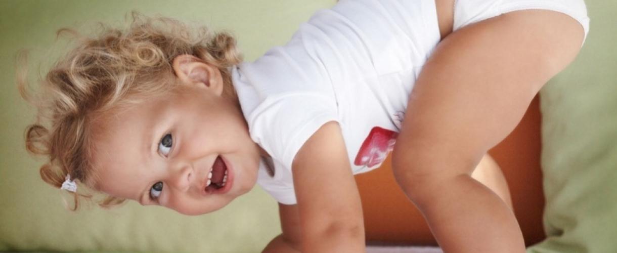 Как отучить ребенка от рук: советы молодым мамам
