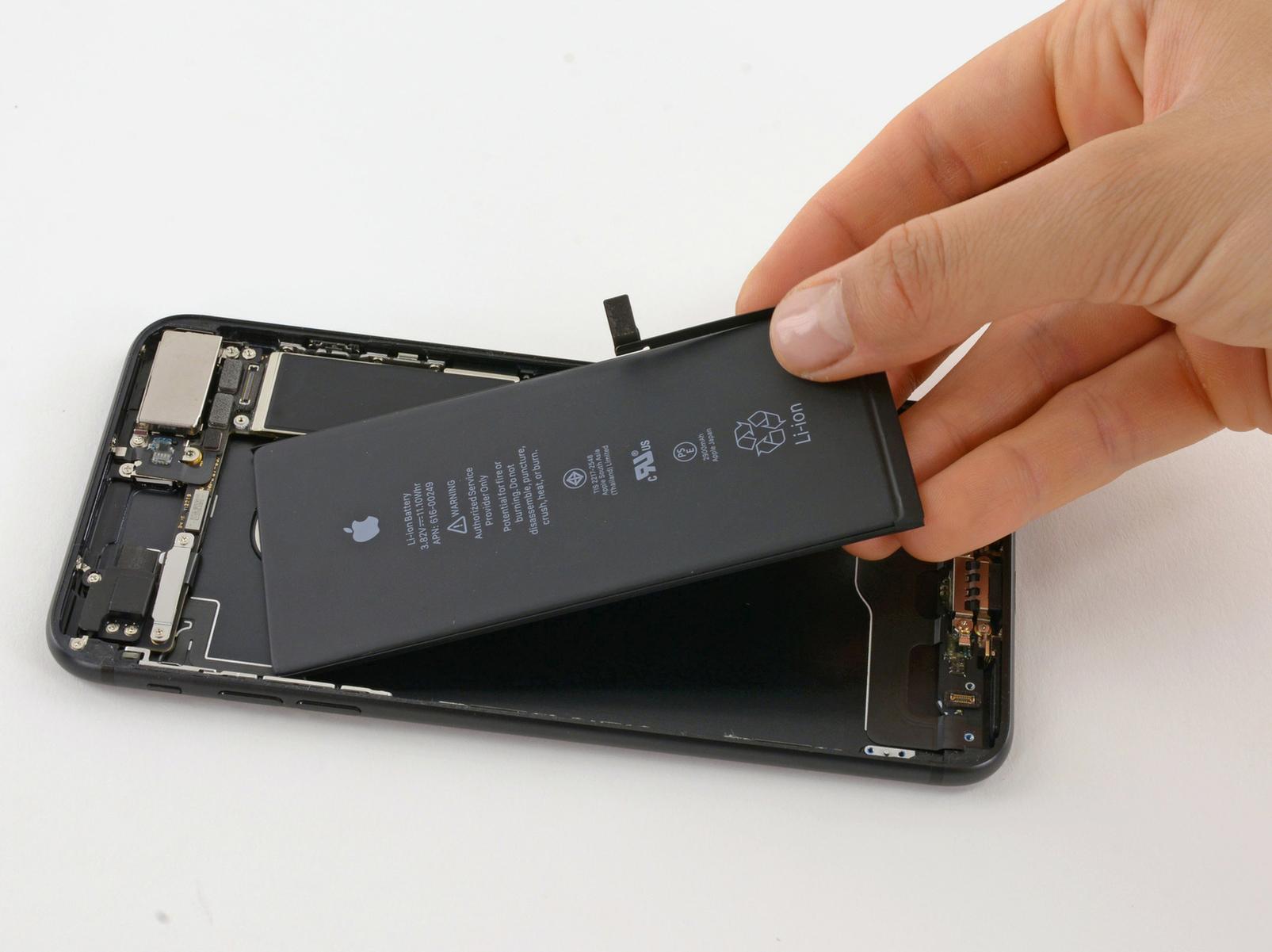 Замена аккумулятора на «Айфон» 7: быстро, недорого и качественно