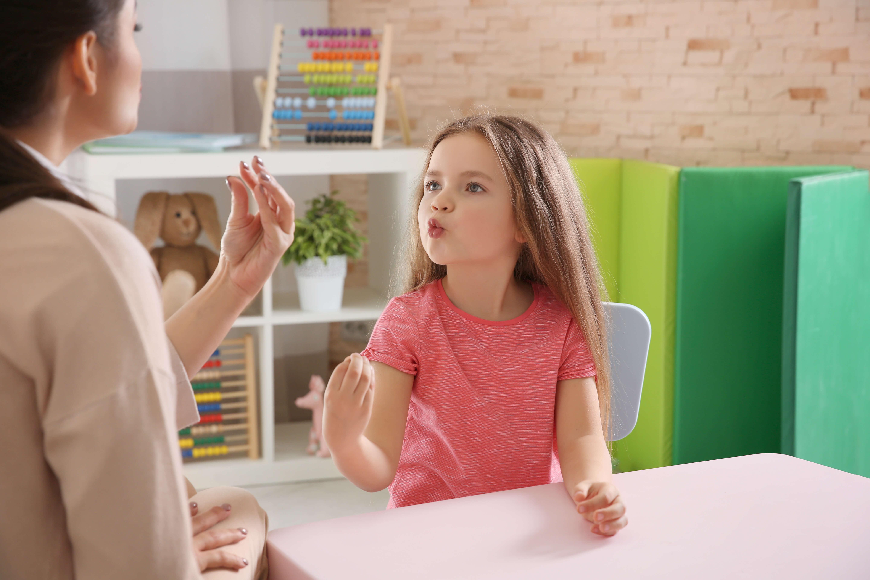 Почему ребенок икает?