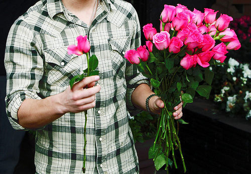 Какие цветы выбрать девушке в подарок?