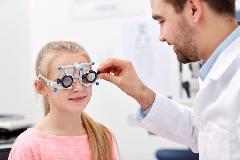 Детский офтальмолог: когда и как часто нужно посещать