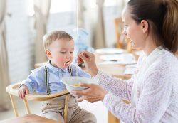 Как и чем кормить подрастающего малыша?