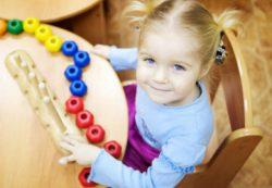 Нужно ли ребенку учиться во время каникул — и как это делать правильно: советы эксперта