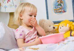 Чистим зубки малышу: как и чем это делать?