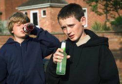 Как алкоголь влияет на организм подростков?