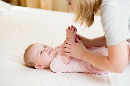 Массаж и гимнастика для малыша: учатся родители