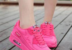 Топ-5 модных цветов летних кроссовок для девушек