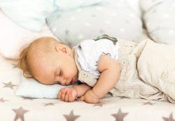 Существуют ли нормы продолжительности и качества сна у детей младше 2 лет?