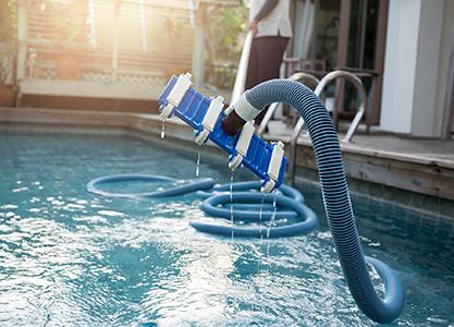 Каким образом надо ухаживать за водой в бассейне