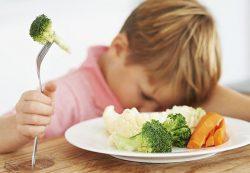 Капризы ребёнка во время приема пищи