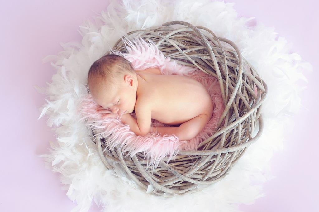 Почему малыш теряет вес в первые дни жизни?