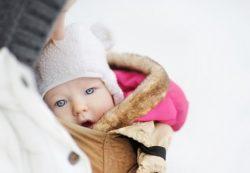Как понять, не холодно ли грудничку на улице?