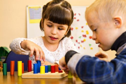Полноценная дружба: как, зачем и во что играть особенным детям?